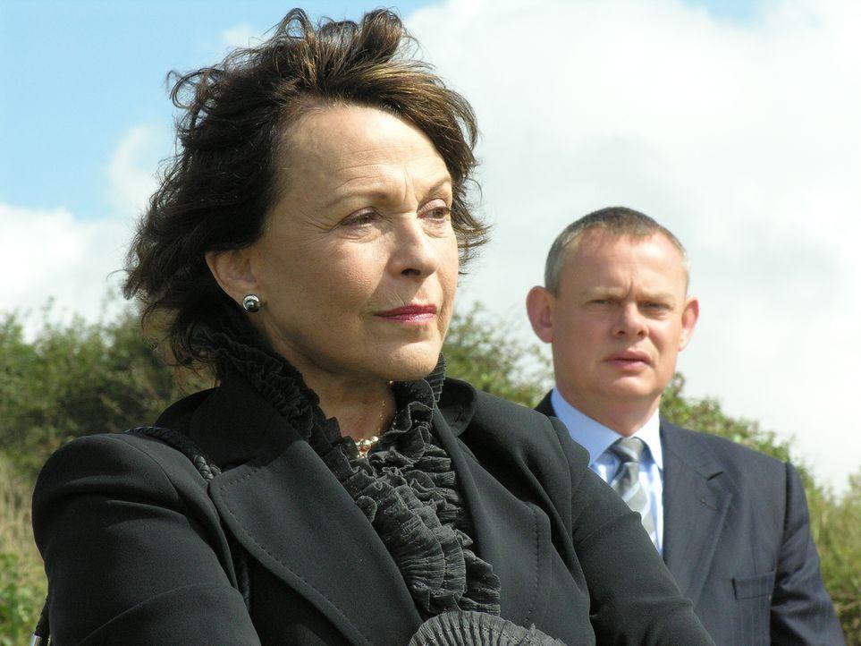 Kann Martins (Martin Clunes, r.) Mutter Margaret (Claire Bloom, l.) den Familienfrieden wiederherstellen? - Bildquelle: BUFFALO PICTURES/ITV