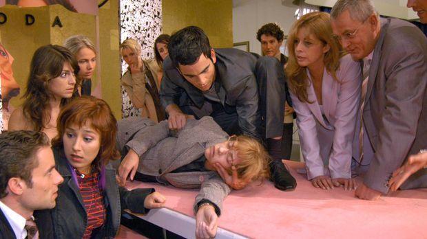 Lisa ist zum Entsetzen aller zusammengebrochen. v.l.n.r.: Max (Alexander Ster...
