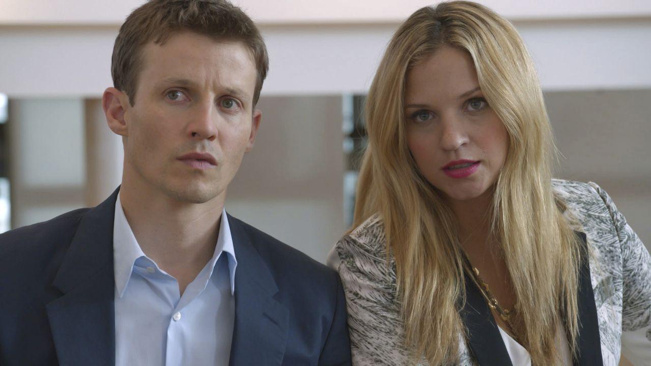 Jamies (Will Estes, l.) und Eddies (Vanessa Ray, r.) Ermittlungen in diversen Überfällen auf Juweliergeschäfte enden in einem Desaster ... - Bildquelle: 2013 CBS Broadcasting Inc. All Rights Reserved.