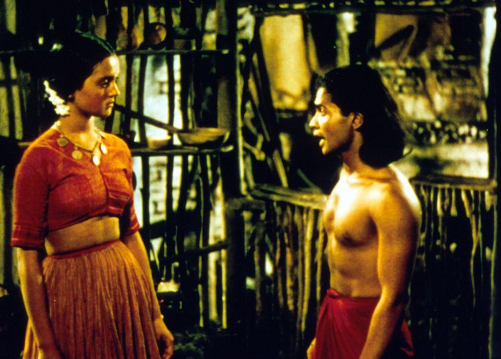Mowgli (Sabu, r.) verliebt sich in die hübsche Maiala (Patricia O'Rourke, l.), doch ihr Vater hält den Jungen für einen Dämon ... - Bildquelle: United Artists