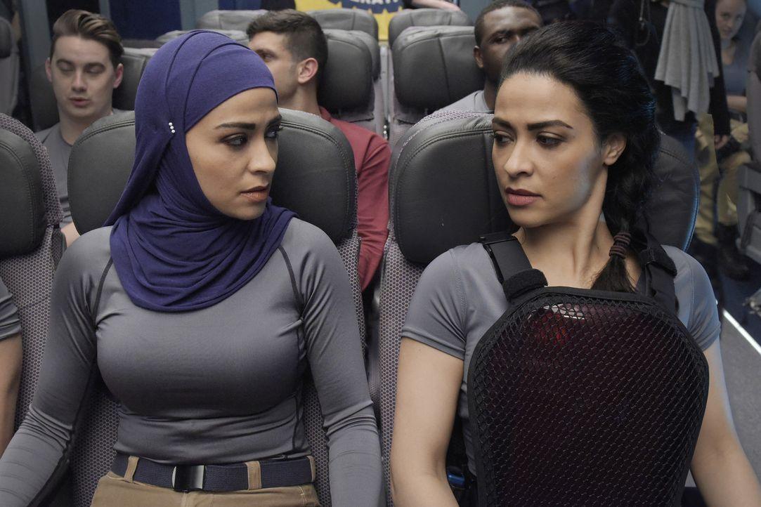 Eine neue Aufgabe wartet auf sie: Nimah (Yasmine Al Massri, r.) und Raina (Yasmine Al Massri, l.) ... - Bildquelle: Philippe Bosse 2015 ABC Studios