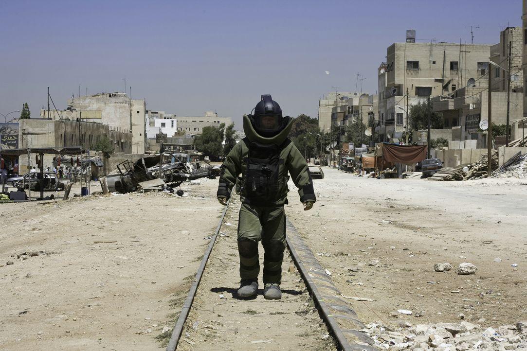 Noch 38 Tage in Bagdad. Noch 38 Tage bis zum Rückflug in die Heimat. Noch 38 Tage, von denen jeder der letzte sein könnte für den Bombenentschärfer... - Bildquelle: 2009 Concorde Filmverleih GmbH