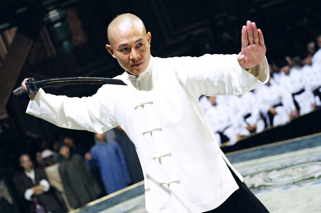 Huo Yuanjia (Jet Li) trainiert wie ein Besessener, was zum besten Kämpfer der Gegend macht. Doch er kämpft nur für sich selbst. Erst als er zu sp... - Bildquelle: Constantin Film Verleih GmbH