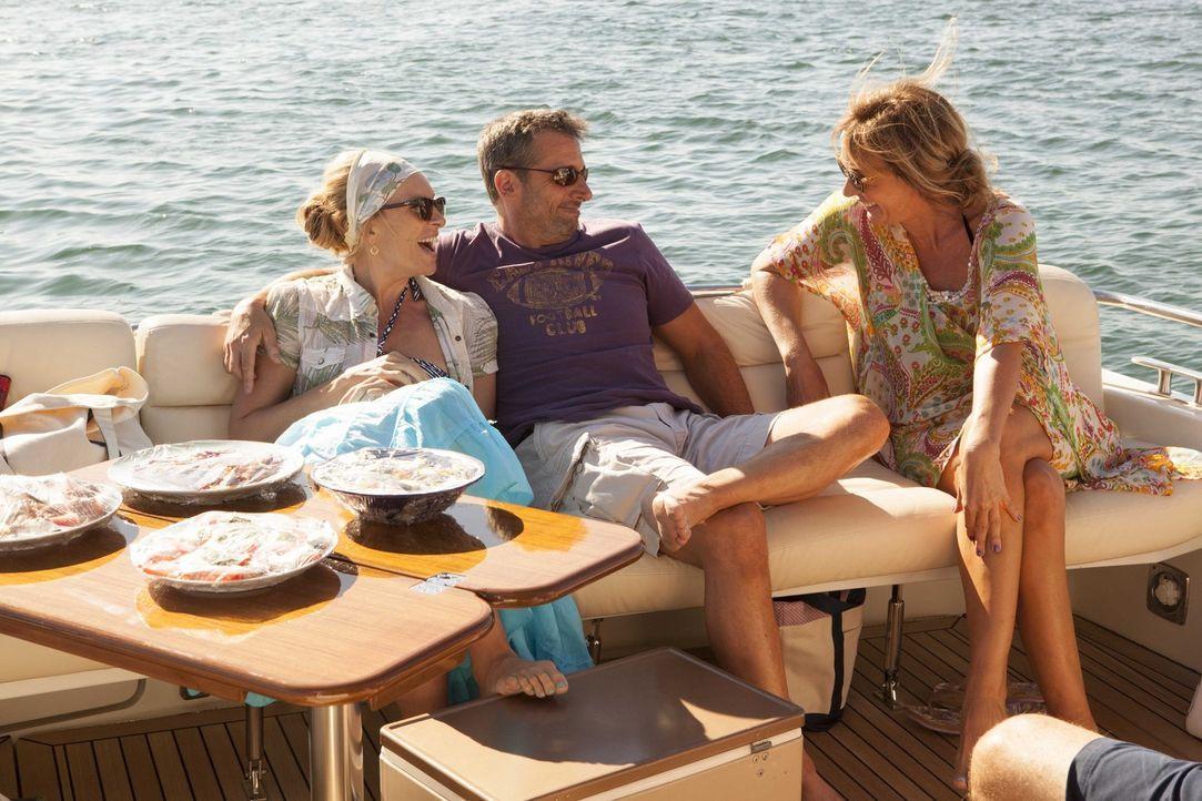 Während Pam (Toni Collette, l.), Trent (Steve Carell, M.) und Betty (Allison Janney, r.) den Urlaub am Meer in vollen Zügen genießen, sind ihre Kind... - Bildquelle: 2013 Twentieth Century Fox Film Corporation.  All rights reserved.