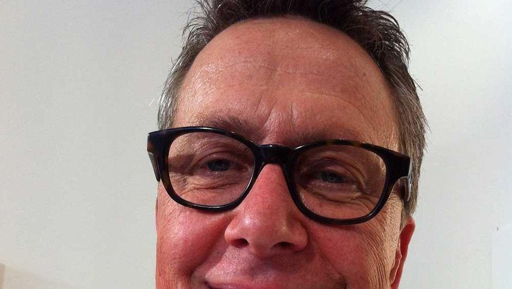 Dirk-mit-Bratwurstpizza-mit-Sauerkraut