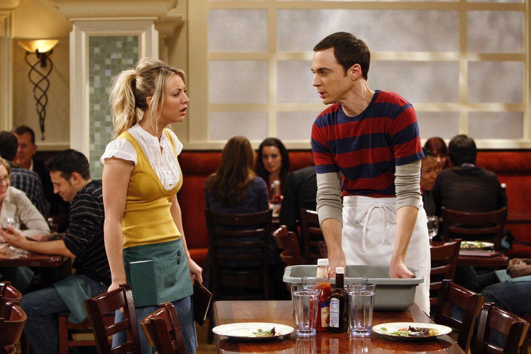 Im Wissen, dass Einstein einen banalen Job hatte, als er die Relativitätstheorie entwickelte, beschließt Sheldon (Jim Parsons, r.) schließlich, s... - Bildquelle: Warner Bros. Television