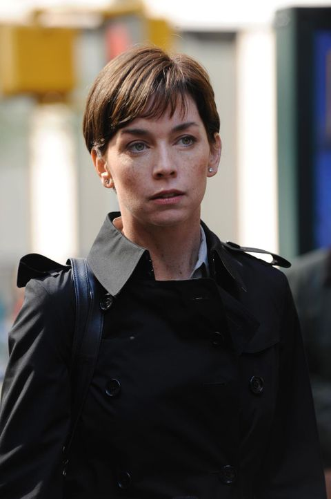 Die Kleinflugzeugpilotin Jess Walsh (Julianne Nicholson) hat während eines Fluges plötzlich einen Anfall erlitten. Wird sie ihren Job an den Nagel h... - Bildquelle: 2010 Open 4 Business Productions, LLC. All Rights Reserved.