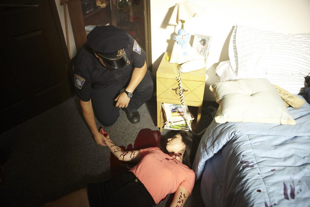 Wer hat die junge Mutter ermordet? Ohne Anzeichen eines gewaltsamen Eindringens glaubt die Polizei, dass die 18-jährige Amy Roman (Marcela Garzano,... - Bildquelle: Ian Watson Cineflix 2013