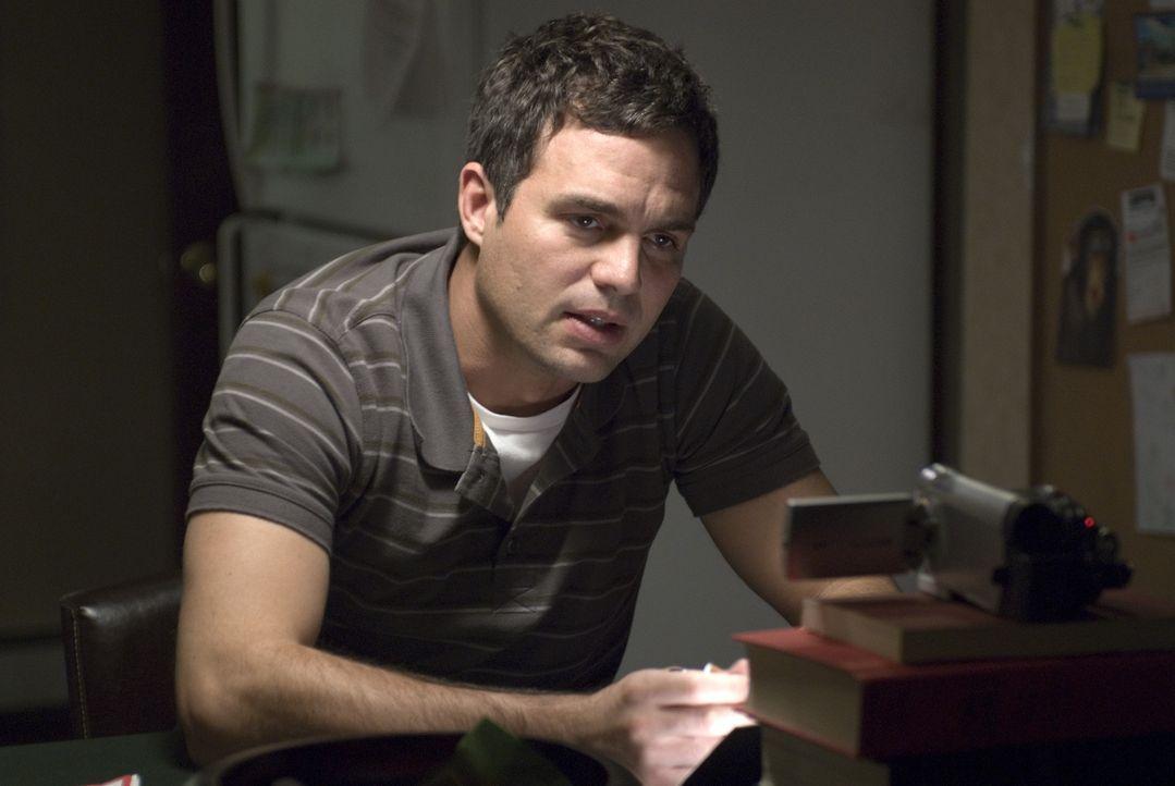 Der geflüchtete Unfallfahrer Dwight Arno (Mark Ruffalo) vergeht in Mitleid und Selbsthass. Zwar überlegt er sich immer wieder, sich der Polizei zu s... - Bildquelle: TOBIS Film