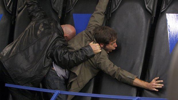 Will Chuck (Zachary Levi, r.) töten: Fulcrum-Agent Leader (Patrick Kilpatrick...