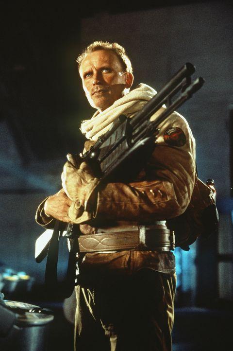 Colonel Hendricksson (Peter Weller) steht einem Feind gegenüber, der permanent seine Gestalt wechseln kann ... - Bildquelle: Columbia TriStar