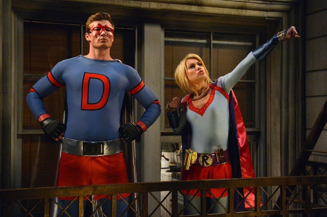 Was ist nur mit Riley (Chelsea Kane, r.) und Danny (Derek Theler, l.) los? - Bildquelle: Eric McCandless ABC Family