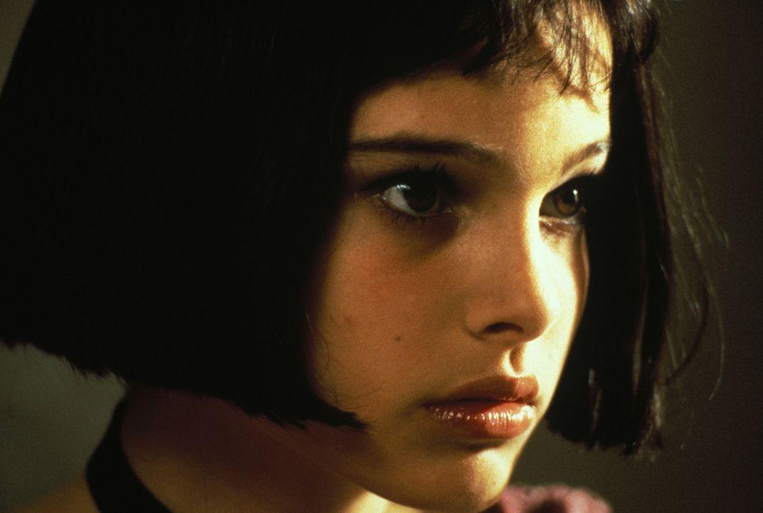 Die kleine Mathilda (Natalie Portman) weckt in dem Berufskiller Léon Gefühle, die er bisher nicht kannte. Denn diese machen ihn verletzlich ... - Bildquelle: Gaumont