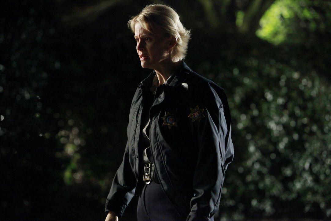 Noch ahnt Sheriff Forbes (Marguerite MacIntyre) nicht, dass ihre Tochter in großer Gefahr ist ... - Bildquelle: Warner Brothers