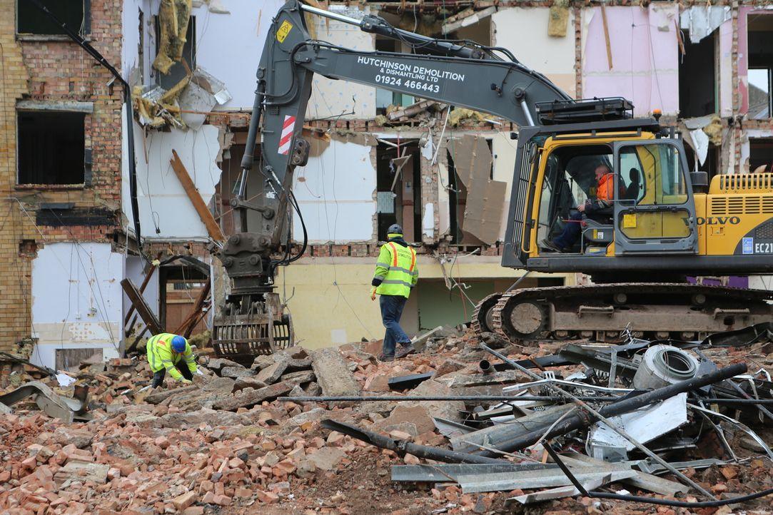 """Sie zerschlagen Gebäude, Boote, Busse und ganze Brücken: Doch die """"Scrap Kings"""" sind nicht nur Abriss- und Bergungsexperten, sondern auch innovative... - Bildquelle: Back2Back Productions Limited"""