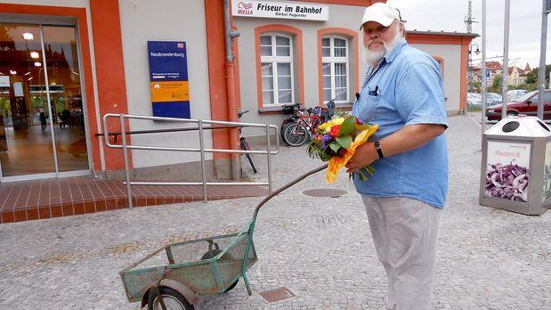 Schwer verliebt - schwer-verliebt-gerhard-s2e1-03 - Bildquelle: SAT.1