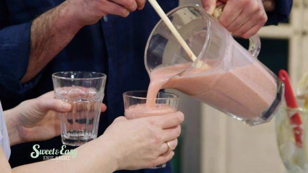 """Cremiger Erdbeer-Smoothie: Das Rezept aus """"Sweet & Easy - Enie backt..."""