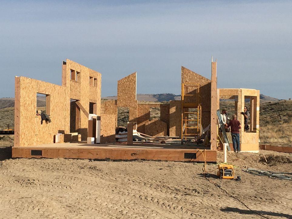 Traumhaus in der Wildnis: Häuser, die alles andere als gewöhnlich sind und an ungewöhnlichen Orten stehen. Wie die neue Ranch der Smiths, die in der... - Bildquelle: 2016,DIY Network/Scripps Networks, LLC. All Rights Reserved.