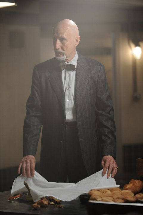 Jahr 1964: Dr. Arthur Arden (James Cromwell) hat seine ganz eigenen Behandlungsmethoden ... - Bildquelle: 2012-2013 Twentieth Century Fox Film Corporation. All rights reserved.