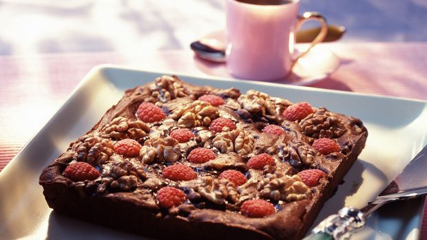 Himbeer-Brownies mit Walnüssen