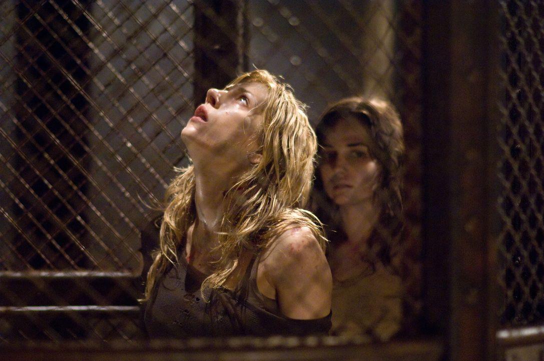 Eines Tages holt Tabitha (Katheryn Winnick, l.) und Shelby (Laura Breckenridge, r.) ein Ereignis aus ihrer Vergangenheit ein - und fordert einen tö... - Bildquelle: 2009 Warner Bros.