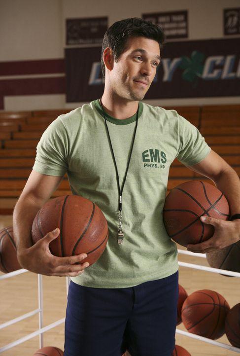 Hat für Hilda eine Überraschung parat: Justins Sportlehrer (Eddie Cibrian) ... - Bildquelle: Buena Vista International Television