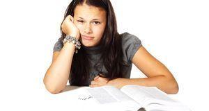 Auch schulische Probleme können dazu führen, dass Kinder und Jugendliche gewa...