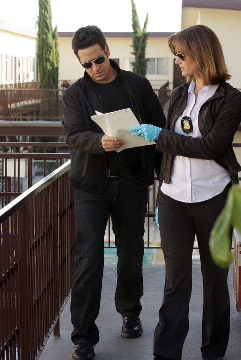 In einem Gerichtsverfahren werden zwei Zeugen umgebracht. Ausgerechnet die Staatsanwältin und Ex-Freundin von Don (Rob Morrow, l.), Robin Brooks (M... - Bildquelle: Paramount Network Television
