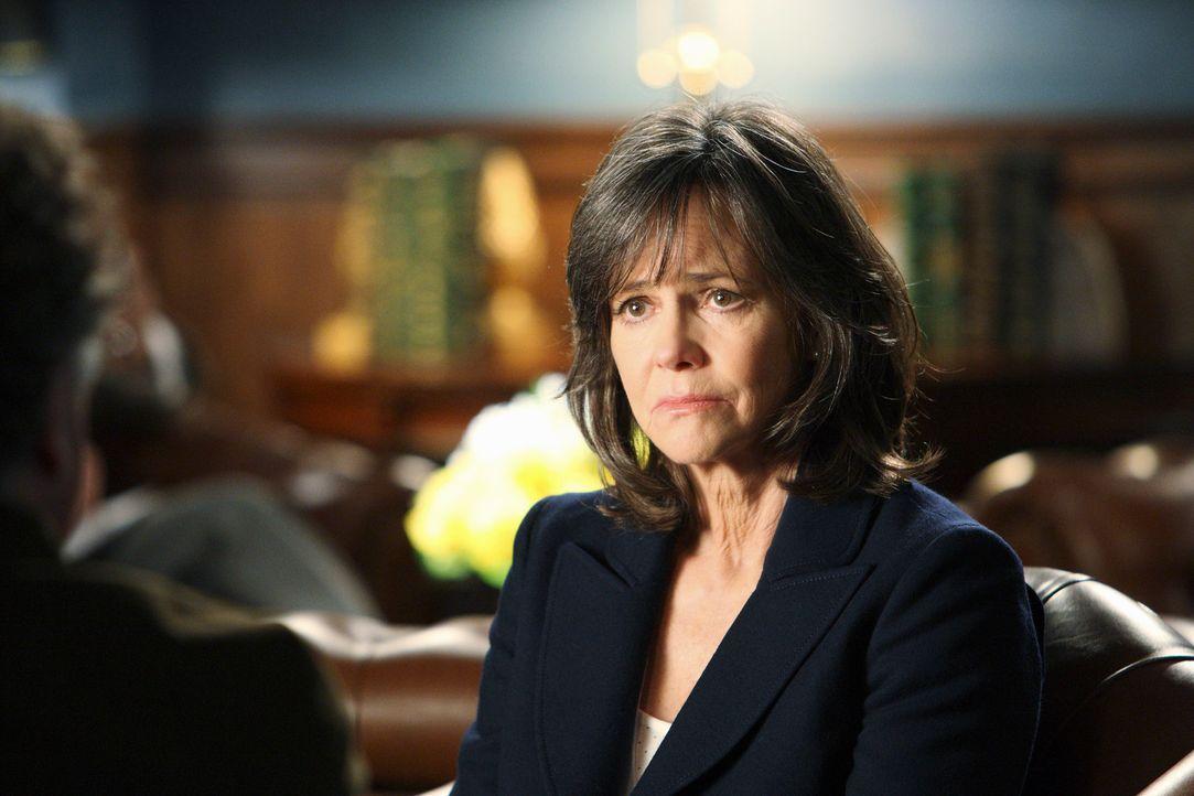 Nora Walker (Sally Field) wird erpresst und sieht keinen andern Ausweg, als die Forderungen des Erpressers zu erfüllen ... - Bildquelle: 2010 American Broadcasting Companies, Inc. All rights reserved.