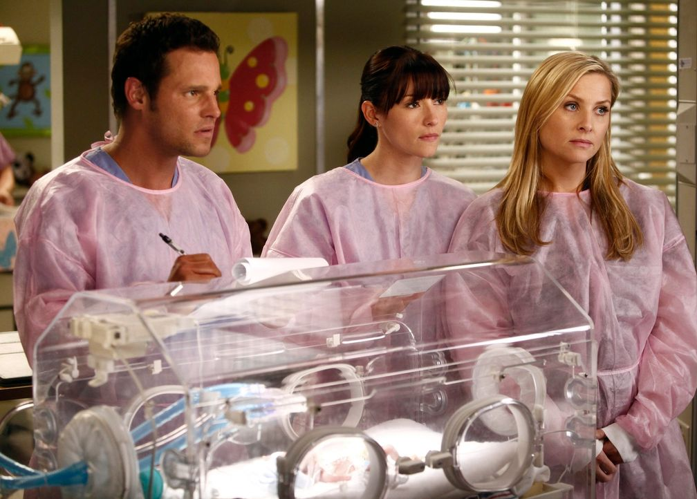Während sich Richard große Sorgen um seine Frau Adele macht, kämpfen Alex (Justin Chambers, l.), Lexie (Chyler Leigh, M.) und Arizona (Jessica Capsh... - Bildquelle: ABC Studios
