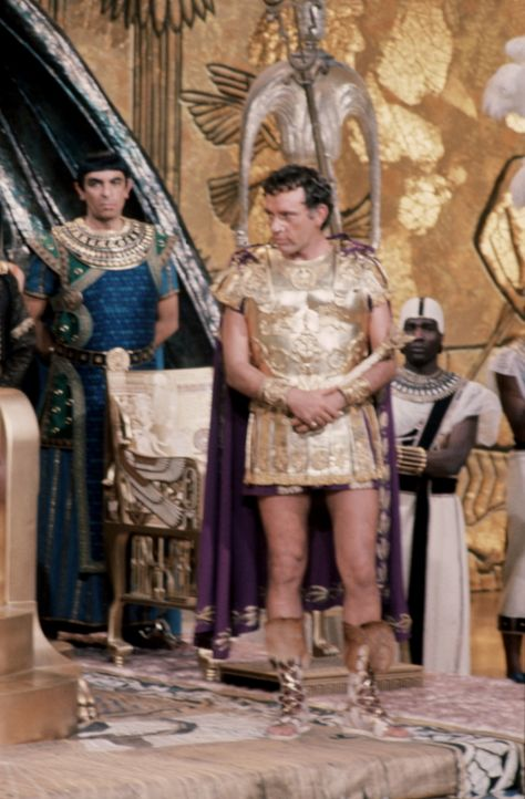 Markus Antonius (Richard Burton, r.) ist vom ägyptischen Lebensstil beeindruckt ... - Bildquelle: 20th Century Fox Film Corporation