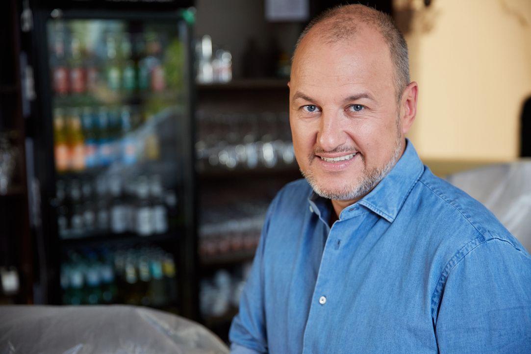 (9. Staffel) - Er hilft Restaurants und Hotels, die kurz vor der Pleite stehen: Sternekoch Frank Rosin ... - Bildquelle: Guido Engels kabel eins