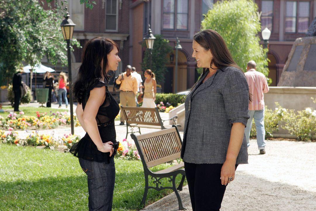 In ihren Visionen hat Melinda (Jennifer Love Hewitt, l.) ein Haus gesehen, das sie mit Delias (Camryn Manheim, r.) Hilfe ausfindig machen kann ... - Bildquelle: ABC Studios
