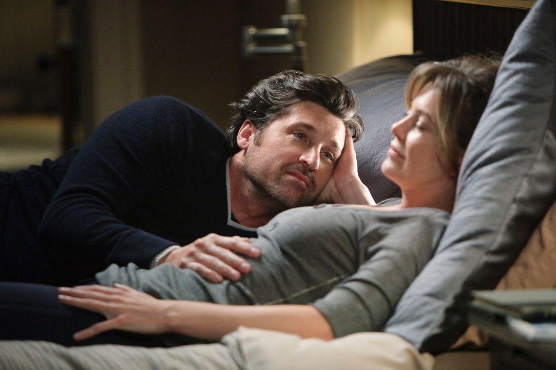 Nach einem Besuch beim Gynäkologen ist Meredith (Ellen Pompeo, r.) schlecht gelaunt. Derek (Patrick Dempsey, l.) versucht alles um sie aufzumuntern... - Bildquelle: ABC Studios