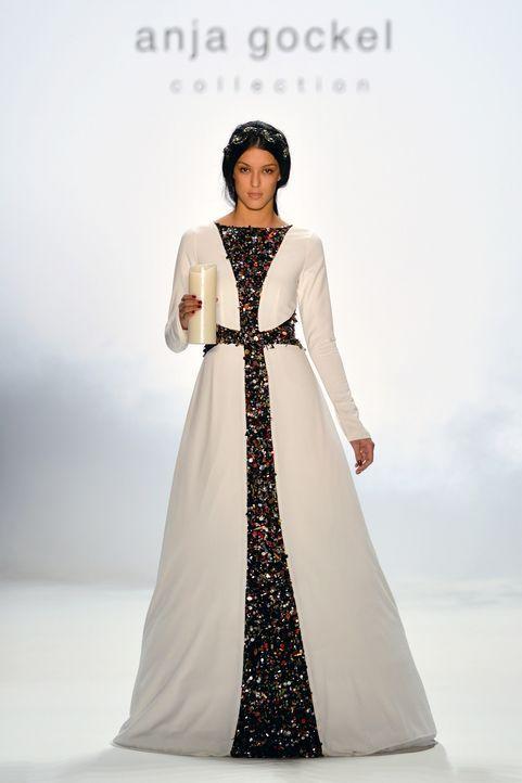 Fashion-Week-Berlin-Rebecca-Mir-14-01-15-2-dpa - Bildquelle: dpa