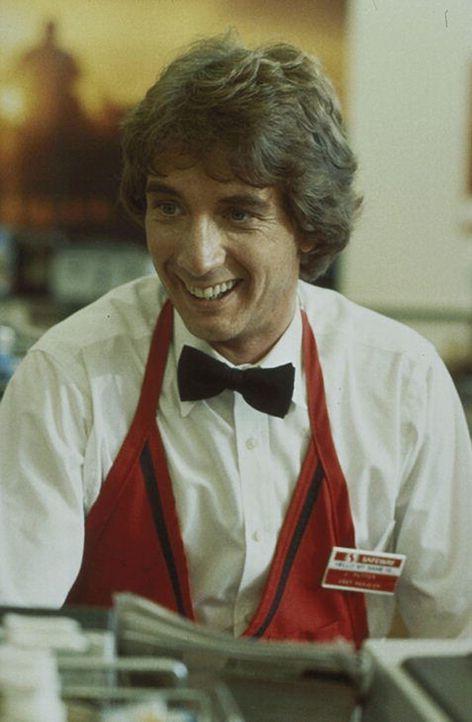 Herbergsvater einmal anders: Nervös und total gestresst ist der Supermarkt-Kassierer Jack Putter (Martin Short). Doch als sich auch noch der Airforc... - Bildquelle: Warner Bros.
