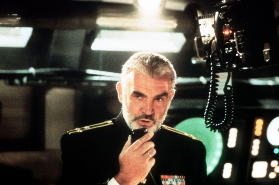 """Kapitän Ramius (Sean Connery) ist der Kommandant des sowjetischen Atom-U-Bootes """"Roter Oktober""""... - Bildquelle: Paramount Pictures"""