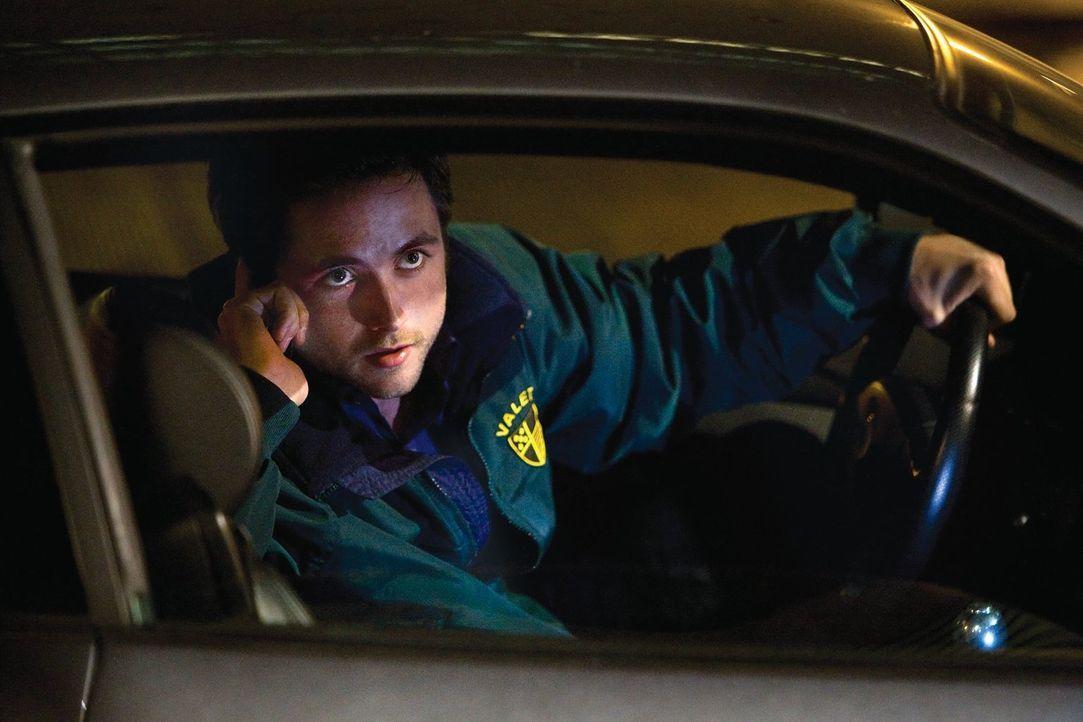 Um bei der hübschen Fiona zu punkten, lässt sich Steve (Justin Chatwin) ein ganz besonderes Date einfallen ... - Bildquelle: 2010 Warner Brothers