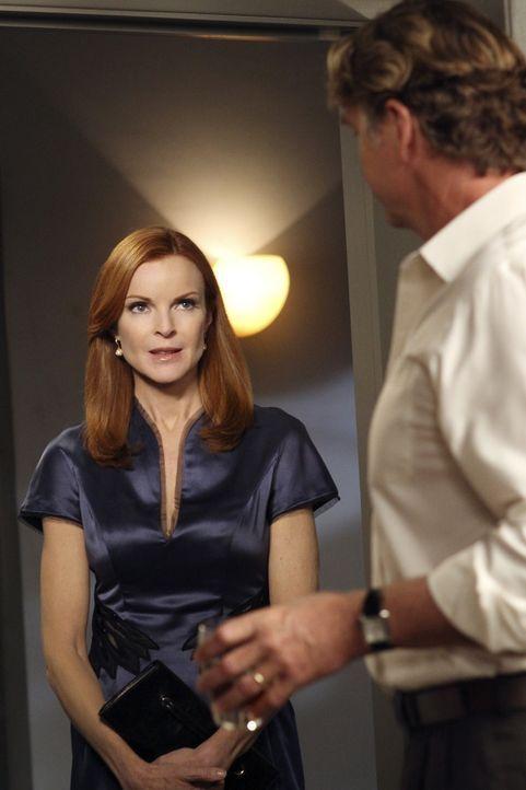Keiths Vater Richard (John Schneider, r.) nutzt Brees (Marcia Cross, l.) Mitleid mit seiner Situation aus, um Keiths Vorhaben zu torpedieren ... - Bildquelle: ABC Studios