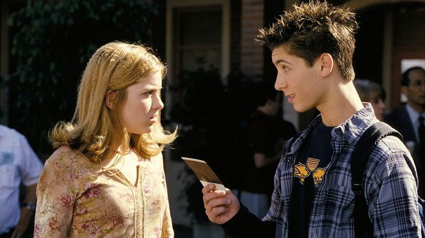 Da Reese (Justin Berfield, r.) seiner Freundin Alison (Brittany Finamore, l.)...