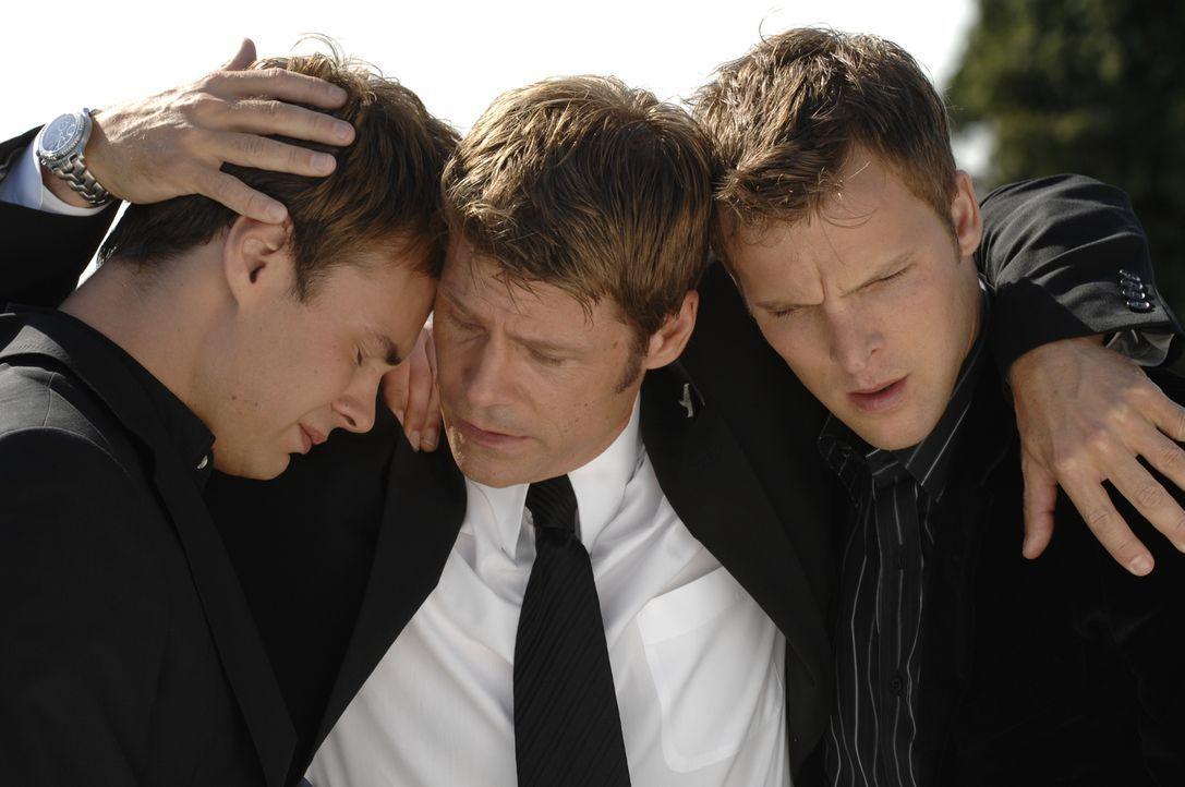 Das Promicin und dessen Auswirkungen stellt Shawn (Patrick Flueger, l.), Tom (Joel Gretsch, M.) und Kyle (Chad Faust, r.) immer wieder vor drastisch... - Bildquelle: Alan Zenuk Viacom Productions Inc.