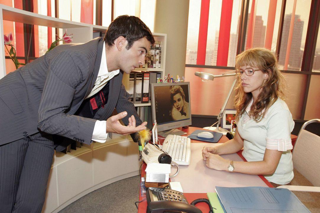David (Mathis Künzler, l.) regt Lisa (Alexandra Neldel, r.) zum Nachdenken an, als er ihr erklärt, was Männer sich wünschen. (Dieses Foto von Al... - Bildquelle: Noreen Flynn Sat.1