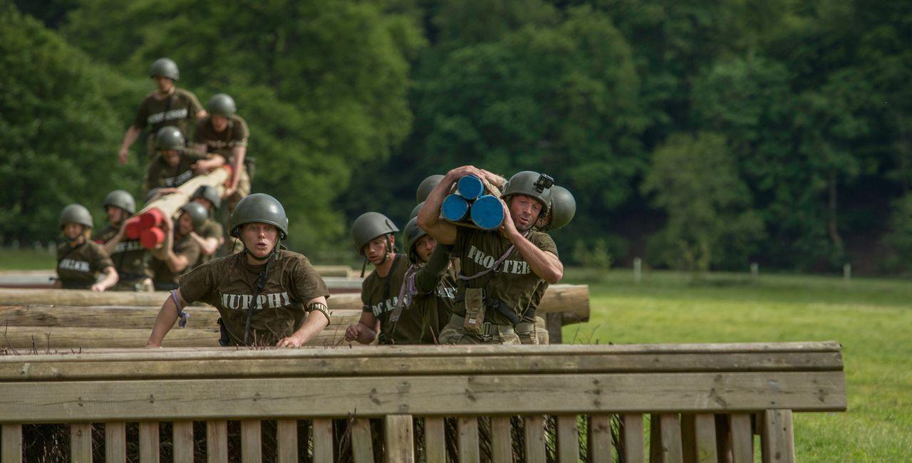"""Als """"Höhepunkt"""" erwartet die Teilnehmer des Bootcamps eine 48-stündige Trainingseinheit mit dem britischen Special Air Service. Davor müssen sie jed... - Bildquelle: Adrian Rogers 2015 BBC"""