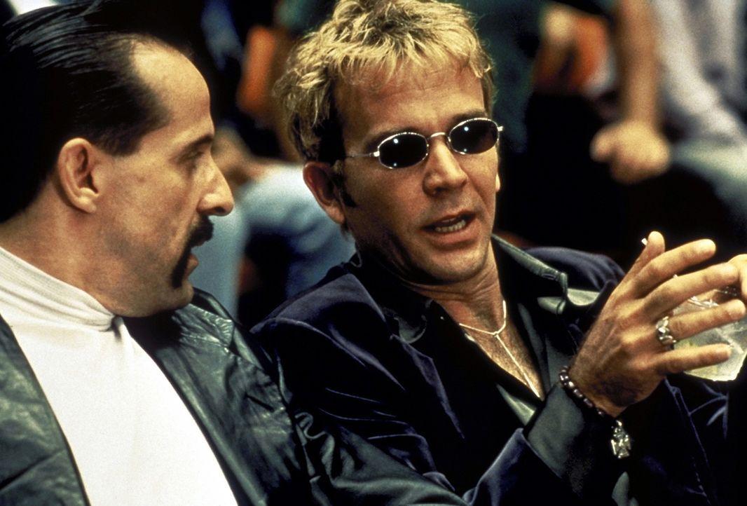 Vladimir (Peter Stormare, l.) und Raymond (Timothy Hutton, r.) wollen ins Geschäft kommen ... - Bildquelle: Buena Vista Pictures