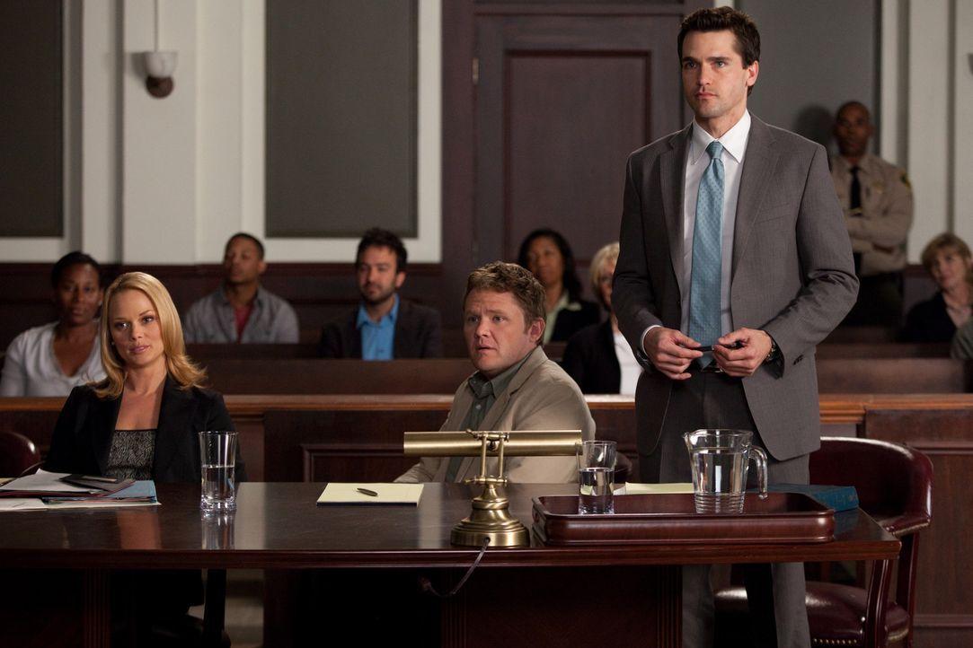 Verrückt: Ein Ex-Ehepaar streitet sich vor Gericht um das Sorgerecht für ihren Hausaffen. Kim (Kate Levering, l.) und Grayson (Jackson Hurst, r.)... - Bildquelle: 2009 Sony Pictures Television Inc. All Rights Reserved.