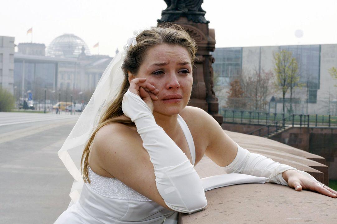 Katja (Karolina Lodyga) ist verzweifelt und zutiefst verletzt ... - Bildquelle: Noreen Flynn Sat.1