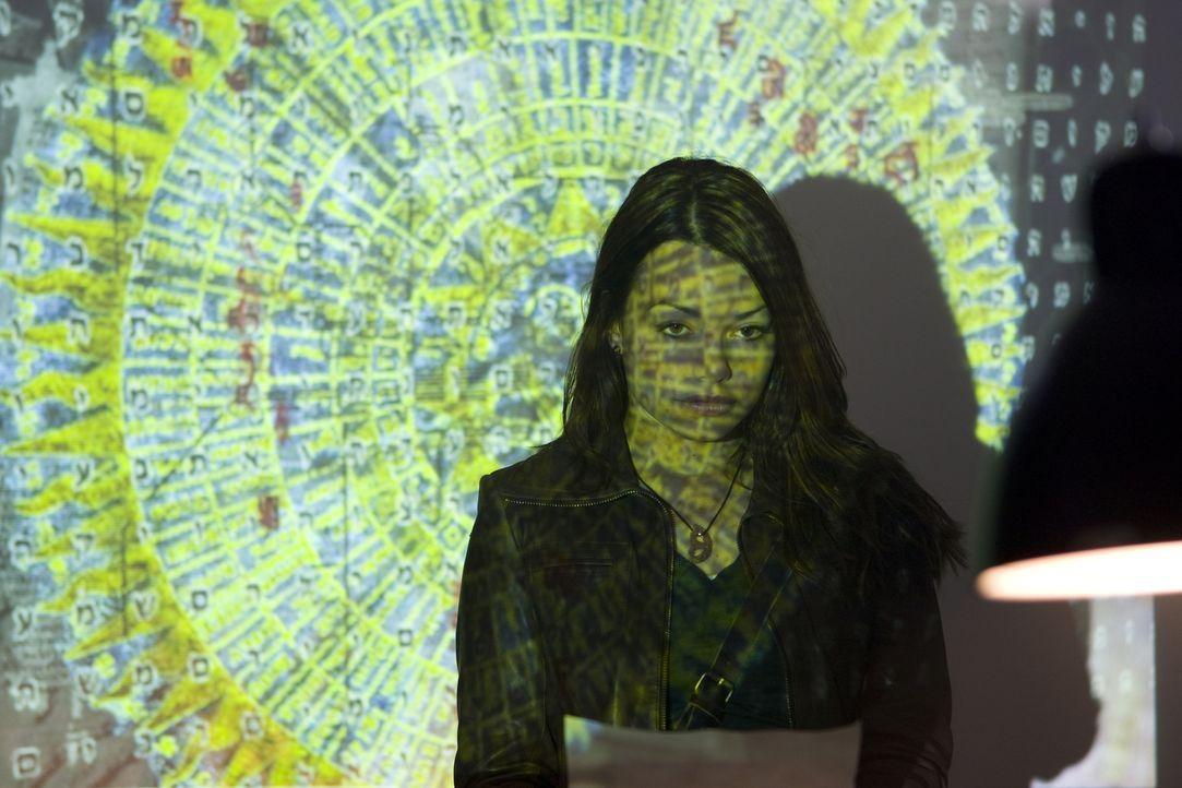Kann Johanna (Cosma Shiva Hagen) den Bibelcode knacken und damit die Menschheit retten? - Bildquelle: Olaf R. Benold ProSieben