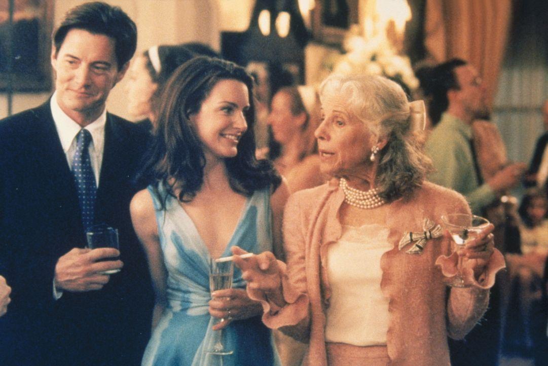 Weil Trey (Kyle MacLachlan, l.) sich um diese Dinge nicht kümmert, wird Charlotte (Kristin Davis, M.) klar, dass sie mit der Clan-Chefin Bunny (Fra... - Bildquelle: Paramount Pictures