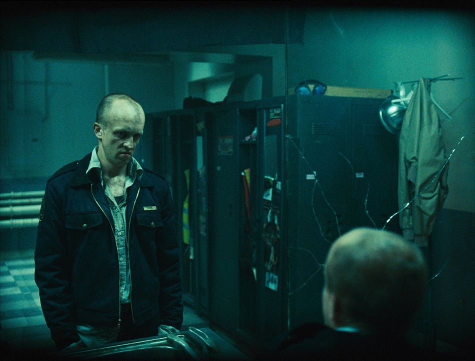 Als Wachmann Gary Lewis (Josh Cole) den Spiegel zerbricht, schlägt sein Spiegelbild gnadenlos zurück ... - Bildquelle: 2007 Regency Enterprises, New Regency Pictures