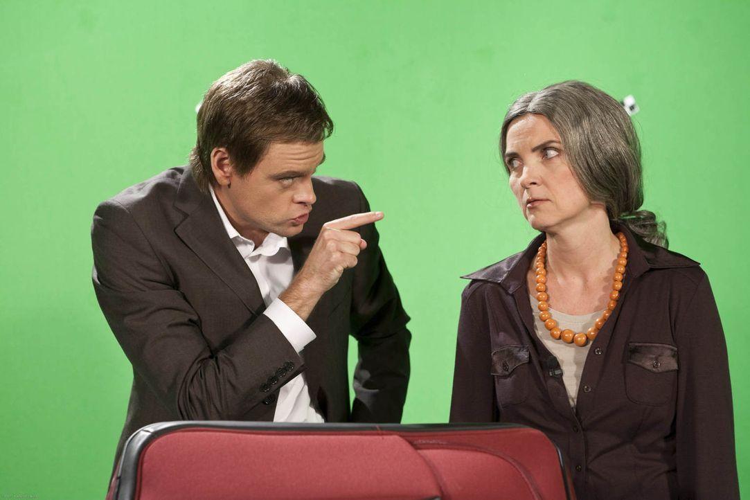 """(4. Staffel) - Bei """"Switch Reloaded"""" bleibt niemand verschont: Professorin (Susanne Pätzold, r.) und Markus Lanz (Max Giermann, l.) - Bildquelle: Kai Schulz ProSieben"""